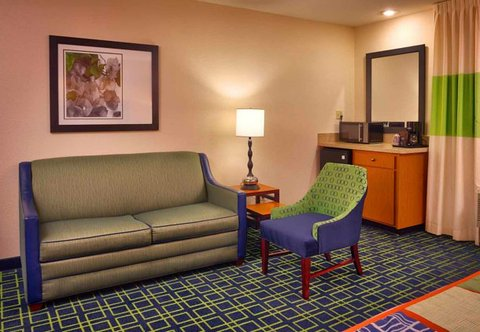 Fairfield Inn & Suites Albuquerque Airport - Extended King Living Area