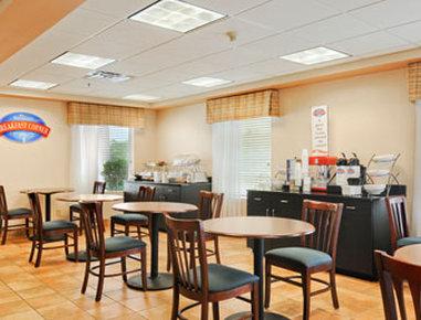 Baymont Inn & Suites Cornelia Inn Außenansicht