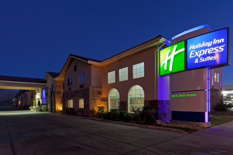 Holiday Inn Express Hotel And Suites Bishop - Hotel Exterior