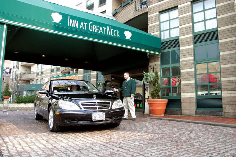 Inn at Great Neck Fasad