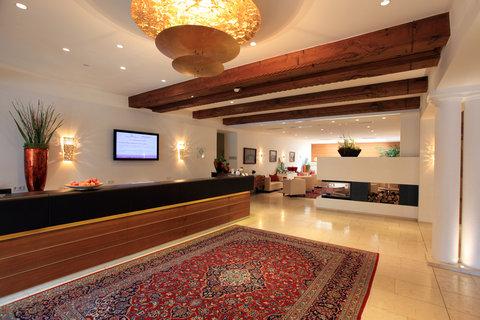 Romantik Hotel Im Weissen Roessl - Lobby