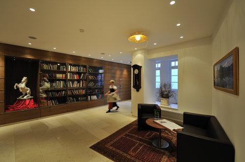 Romantik Hotel Im Weissen Roessl - Library