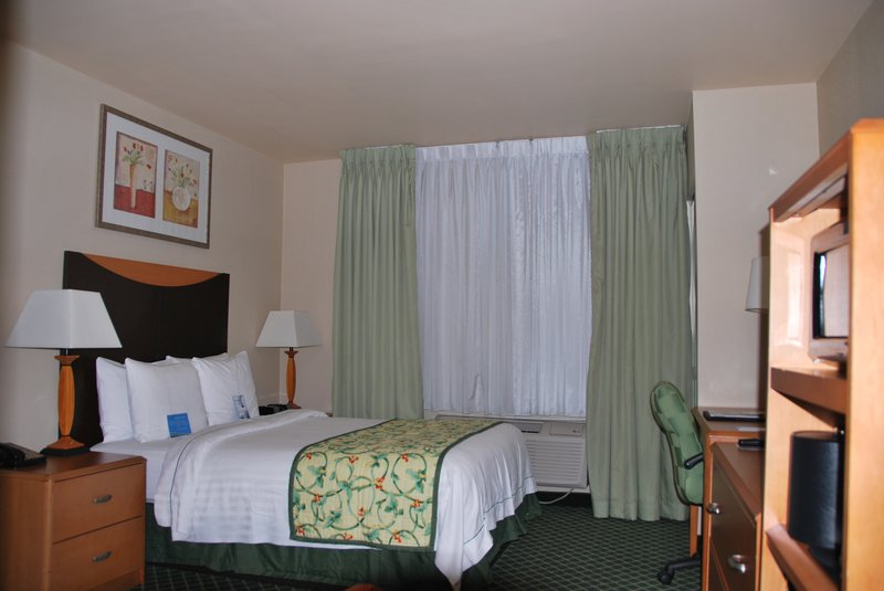 Fairfield Inn and Suites Long Island JFK Jamaica Szobakilátás