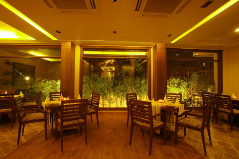 The Residence-Greater Kailash - Restaurant Evening