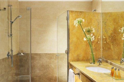 Poli Hotel - Bathroom