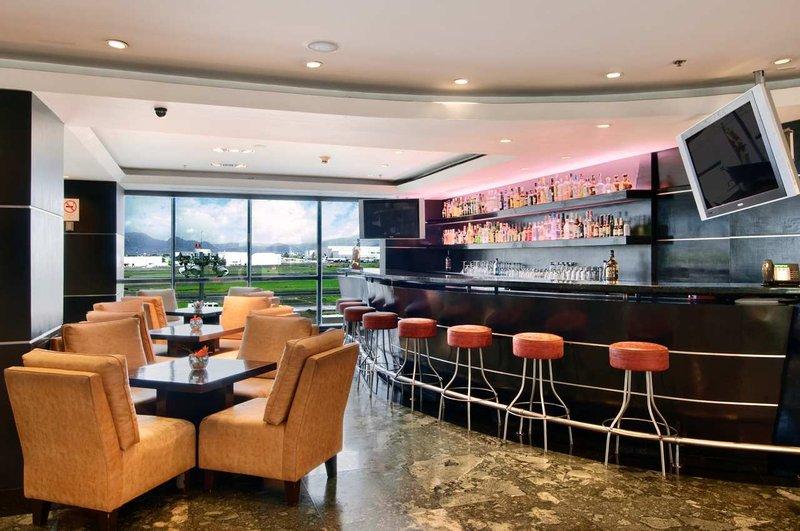 Hilton Mexico City Airport Бар/гостиная