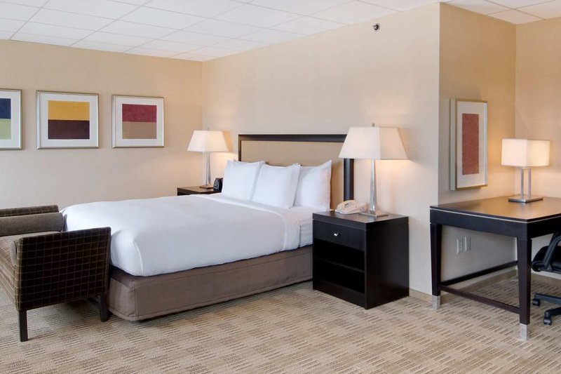 Hilton Hasbrouck Heights/Meadowlands Suite