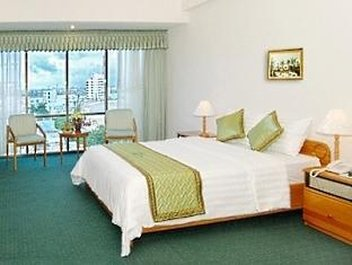 Bamboo Green Central Hotel - Room