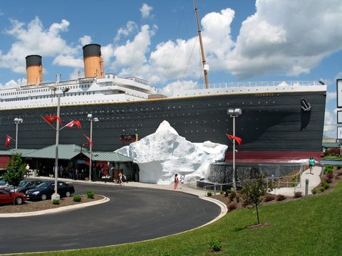 Chateau on the Lake Resort and Spa - Titanic Museum Attraction
