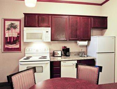 Hawthorn Suites By Wyndham Corpus Christi Padre Is - Kitchen