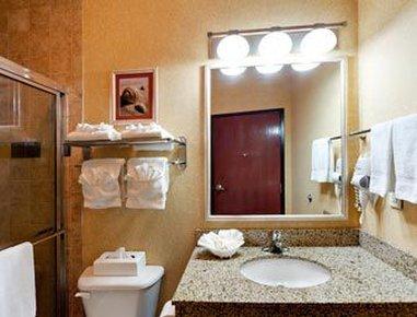 Hawthorn Suites By Wyndham Corpus Christi Padre Is - Bathroom