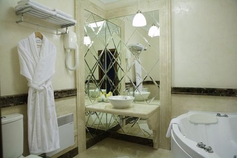 Park Hotel - President Bathroom
