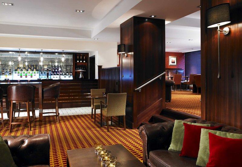 Marriott Cardiff 酒吧/休息厅