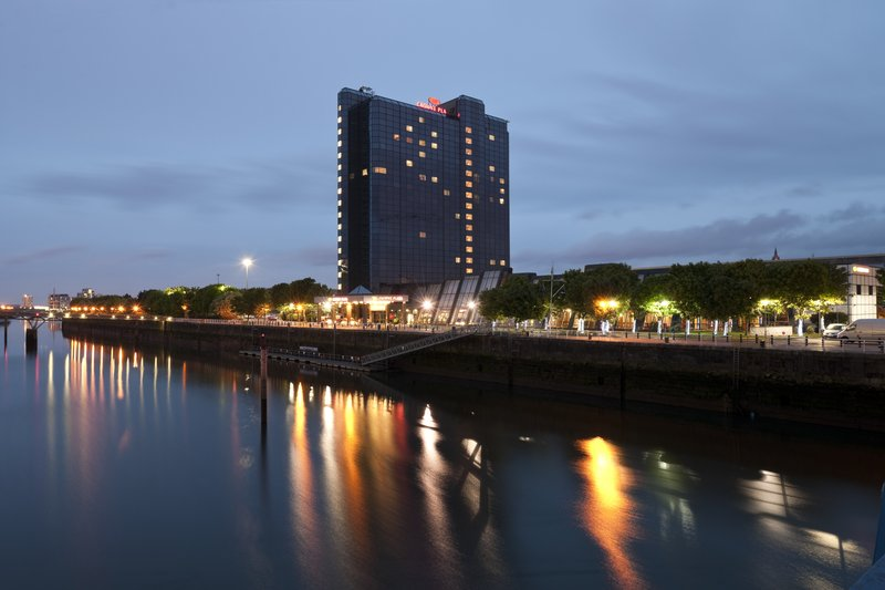 Crowne Plaza Hotel Glasgow 外観