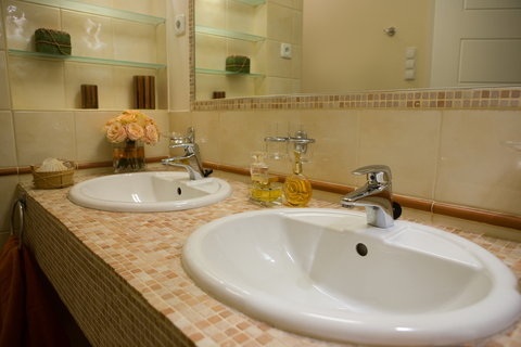 Mamaison Residence Izabella Budapest - Bathroom