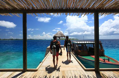 Six Senses Laamu - Dive Jetty At Diving School