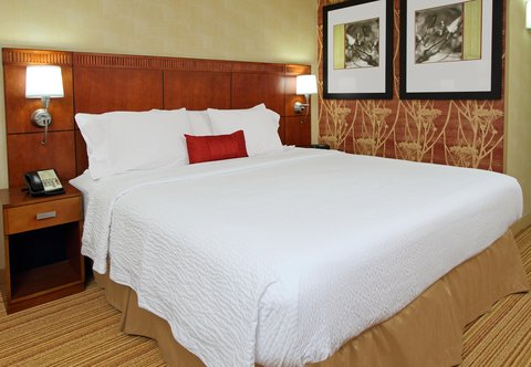 Courtyard by Marriott Rockaway Mount Arlington - King Guest Room Sleeping Area
