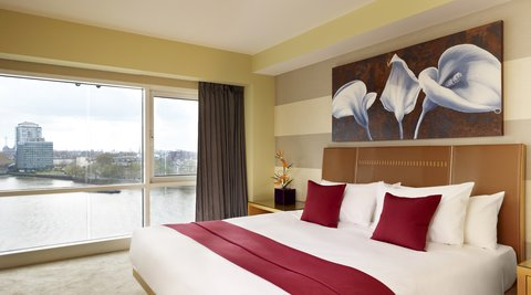 Plaza on the River, London - Bedroom