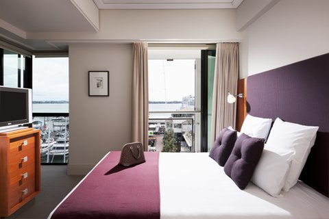 The Sebel Suites Auckland - Bedroom Marina Deluxe Suite