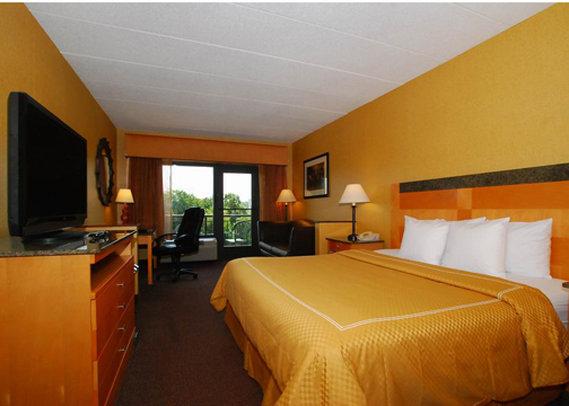 Comfort Suites - Colonial Heights, VA
