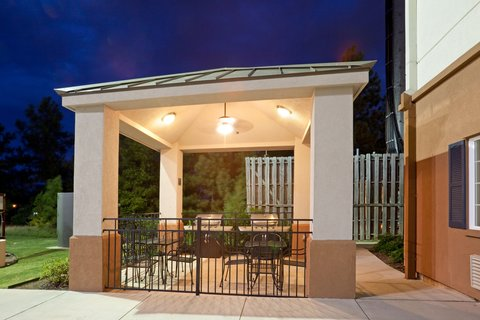 Candlewood Suites LONGVIEW - Outdoor Gazebo Grill