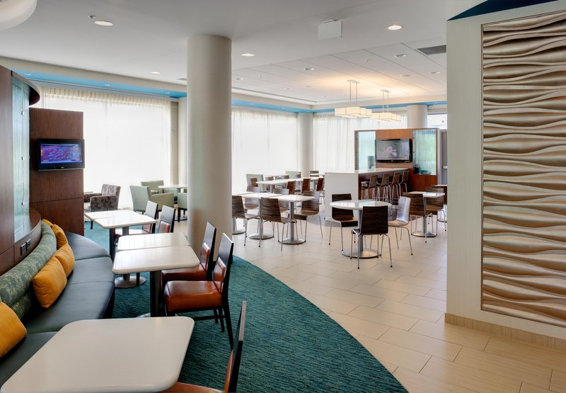 SpringHill Suites Alexandria Tech Center ロビー