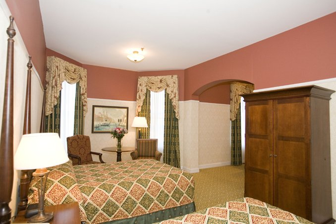Carleton-Oak Park Hotel & Inn - Oak Park, IL