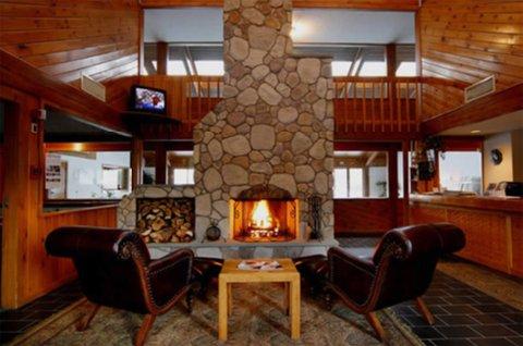 Fireside Resort Inn and Suites Gilford - Firesidegilford Lobbyfireplace