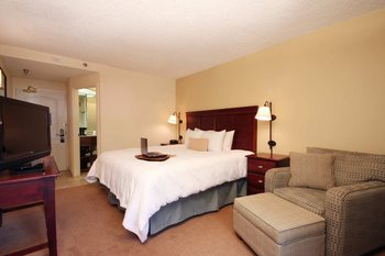 Hampton Inn Cypress Creek - Room