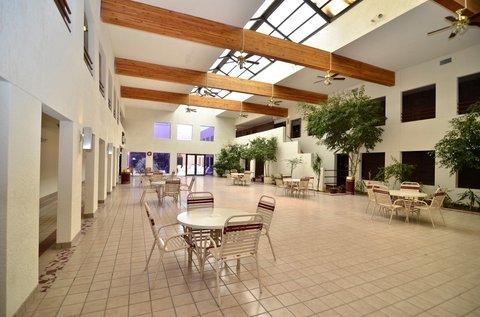 BEST WESTERN Pecos Inn - Indoor Patio