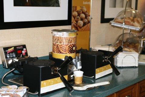 Hampton Inn Naples - I-75 Hotel - Wake Up to Waffles