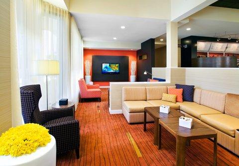 Courtyard Fresno - Lobby Seating