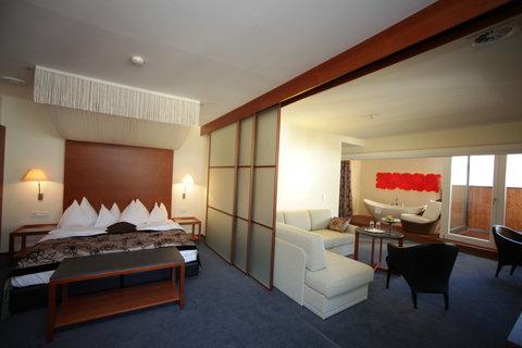 Romantik Hotel Im Weissen Roessl - Suite with balcony