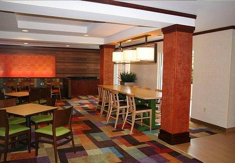 Fairfield Inn & Suites Birmingham Fultondale/I-65 - Farm Table
