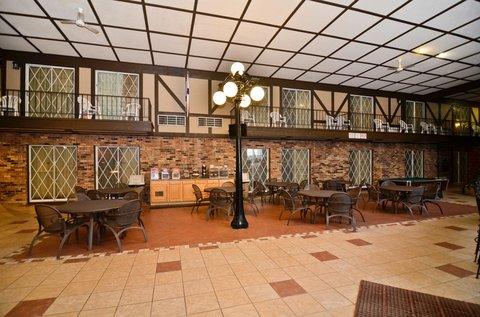 BEST WESTERN Cantebury Inn & Suites - Breakfast Area