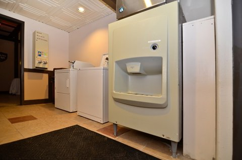 BEST WESTERN Cantebury Inn & Suites - Guest Laundry