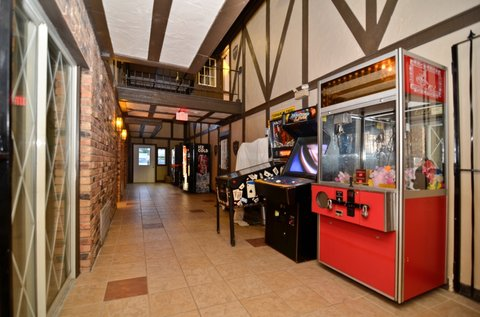 BEST WESTERN Cantebury Inn & Suites - Video Game Area