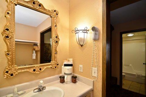 BEST WESTERN Cantebury Inn & Suites - Guest Room Bathroom