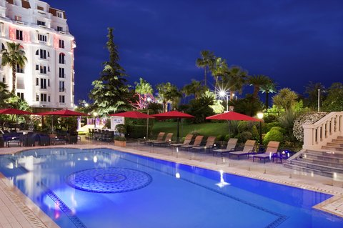 Hotel Majestic Barriere - Swimming Pool