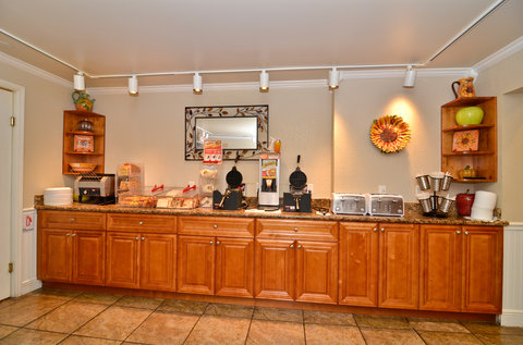 BEST WESTERN Key Ambassador Resort Inn - Breakfast Buffet
