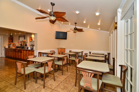 BEST WESTERN Key Ambassador Resort Inn - Breakfast Area