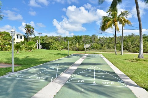 BEST WESTERN Key Ambassador Resort Inn - Shuffleboard