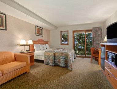 Santa Cruz Beach Inn - One King Bed Suite With Roman Bath Tub