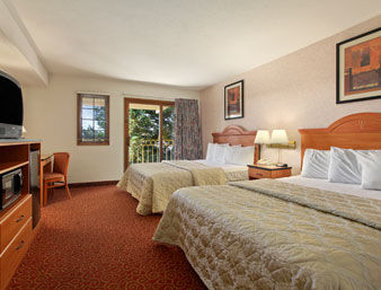 Santa Cruz Beach Inn - Standard Two Queen Bedroom