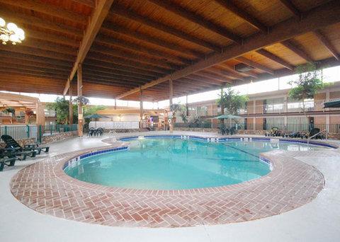 Quality Inn Columbia - Pool  OpenTravel Alliance - Pool view