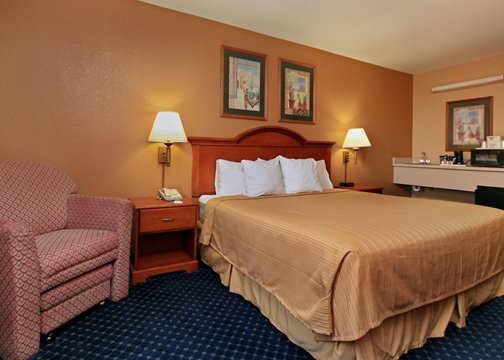 Quality Inn & Suites Phoenix - Phoenix, AZ