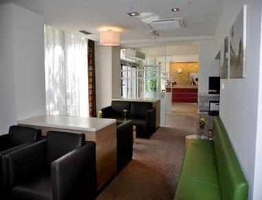 Ramada Hotel & Suites Vienna 外景