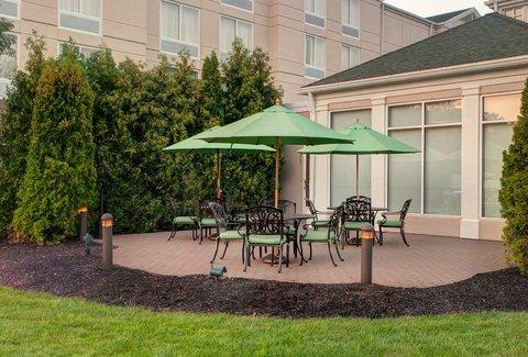Hilton Garden Inn Danbury Hotel - Restaurant Patio