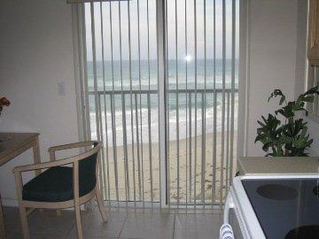 Sandy Shores Motel - Kitchen