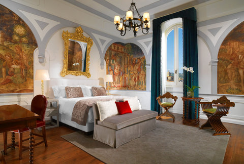 The St. Regis Florence - Premium Deluxe Arno River View Guestroom
